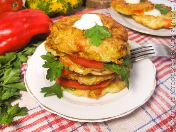 Вкусные оладьи из патиссонов и болгарского перца