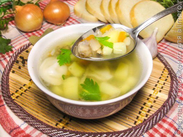 Простой суп с вешенками и пельменями