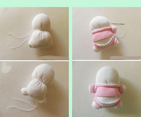 Аккуратно и плотно зашиваем основание. Далее разделим форму пополам с помощью нитки. Сложите нитку в четверо, чтобы она не порвалась, вам придется поднатужиться для того чтобы достаточно сильно завязать надежный узелок. В результате мы получил голову и туловище зайчика.