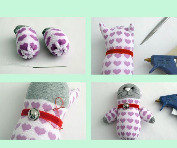 Оформите котенку мордочку. На шею можно повесить ленточку с колокольчиком. Игрушка готова! Она понравится детям любого возраста!