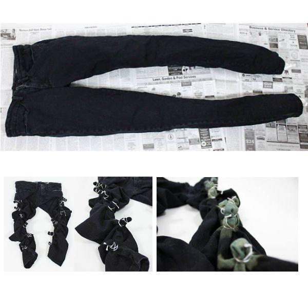 Плотно завязываем пучки на штанинах  спереди ближе к внешнему шву. Каждый пучок по отдельности опускаем в отбеливатель примерно на 15 секунд. После того, как все на одной штанине сделаем, снимаем на ней резинки.