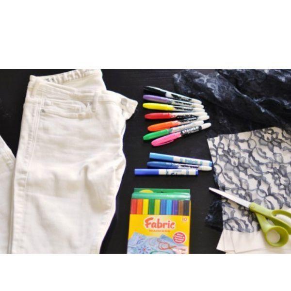 На фото вы видите материалы и инструменты, которые нам понадобятся для работы.С помощью такого декора можно замаскировать недостаток, например, пятно на джинсах.