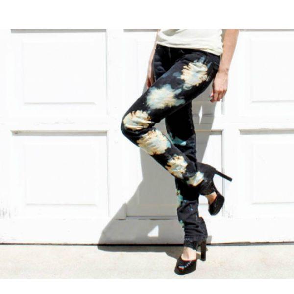 Все знают, что джинсы   белизна = друзья навеки! И многие пробовали украсить что-нибудь джинсовое этим вечным методом.