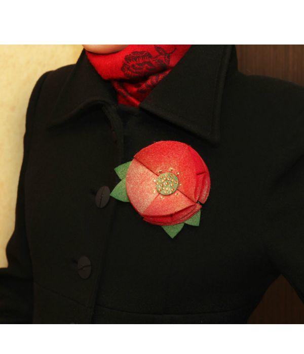 Эту брошь вы сможете сделать из фетра любого цвета и толщины, всего за час. Украшение отлично подойдет к драповому пальто.