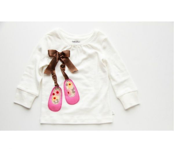 Декор детской одежды поможет вам сделать ее оригинальной, стильной, нарядной и эксклюзивной. Сегодня мы украсим кофточку вот такой интересной аппликацией.