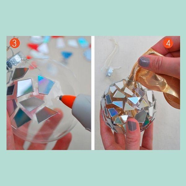 Внутрь шара можно положить кусочек блестящей ткани. Тогда ваш шар будет смотреться еще более стильно!