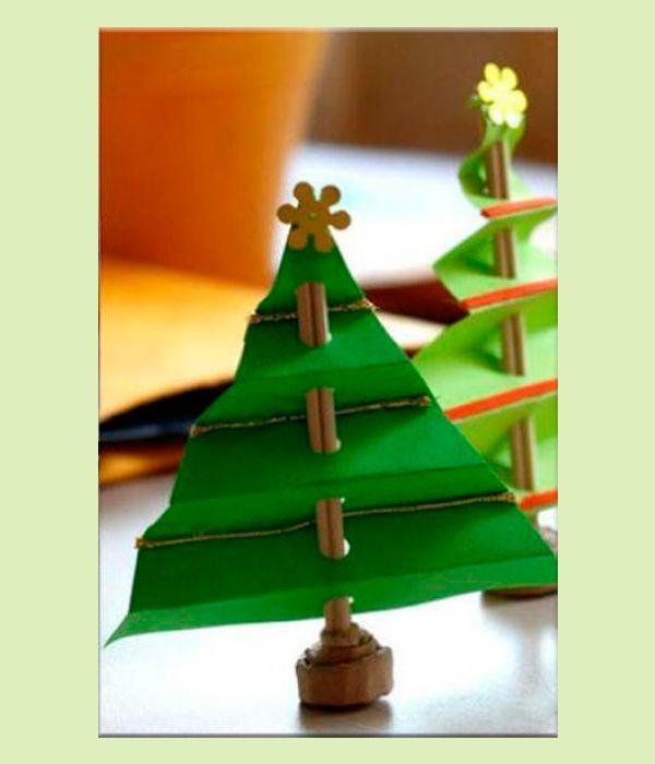Елка из бумаги, сделанная своими руками — прекрасный декор новогоднего дерева. Пушистая елочка, украшенная различными игрушками и бумажными елочками смотрится очень красиво.