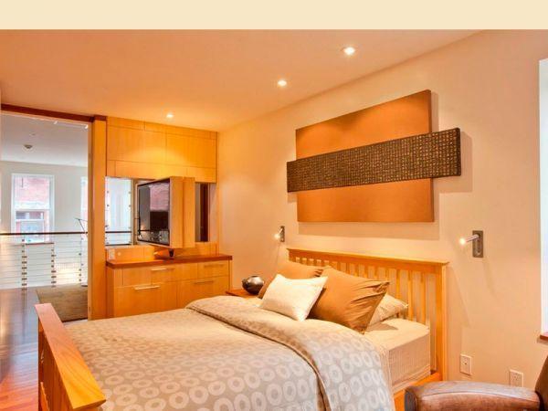 Важным моментом в интерьере спальни является напольное покрытие. Лучше использовать деревянный пол в комнате или ковровые разновидности пола.