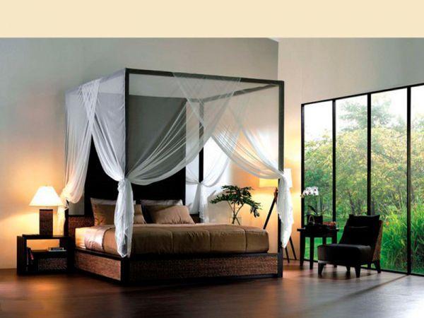 Полог над кроватью добавит интимности и уюта в спальне для влюбленных. А сделать его самим можно из обычной вуали. Для этого надо по центру кровати, под потолком натягиваем прочную струну.