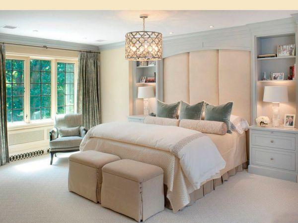Ваша спальня не должна быть захламлена излишними вещами и предметами мебели. Можно добавить в комнату небольшое кресло для подвешивания одежды или чтения интересной книги перед сном.