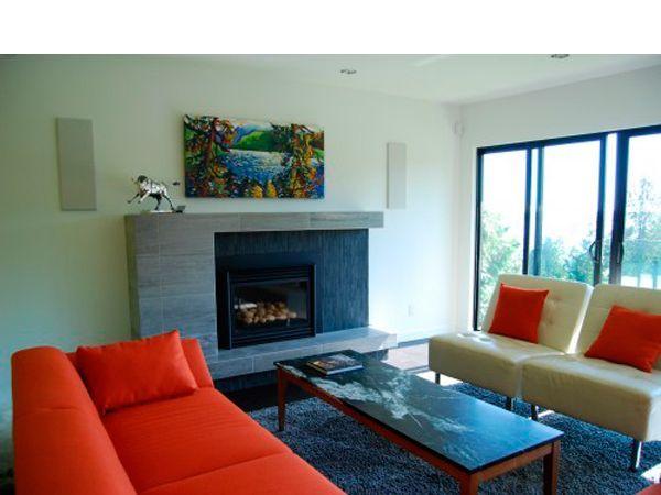Камин должен вписываться в основной дизайн вашего жилья. Ведь, как правило,  это доминирующий элемент интерьера, создающий вокруг себя определенную атмосферу.