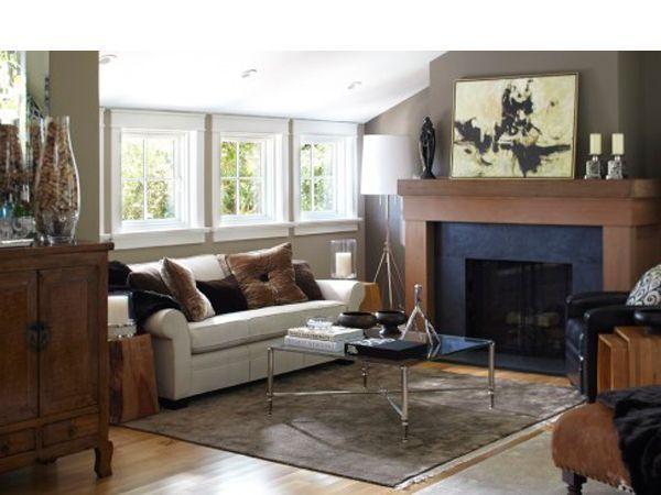 Важно учесть, что материалы, использованные при его оформлении, должны гармонировать, например, с отделкой стен, пола, гармонично смотреться с мебелью.  Нагромождение кафеля, натурального камня и металлических элементов снижают теплоотдачу камина.