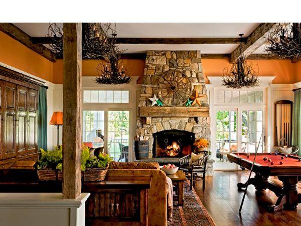 В доме, сделанном из бревна или бруса, органично будет смотреться камин в стиле кантри. Облицовка из натурального камня будет служить отличным дополнением стиля загородной жизни.