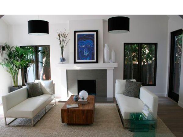 Камин в стиле модерн хорошо будет смотреться в современном, каменном доме. В этом стиле используют разные виды поверхности, гармонично сочетая: шероховатые, гладкие, полированные фактуры.