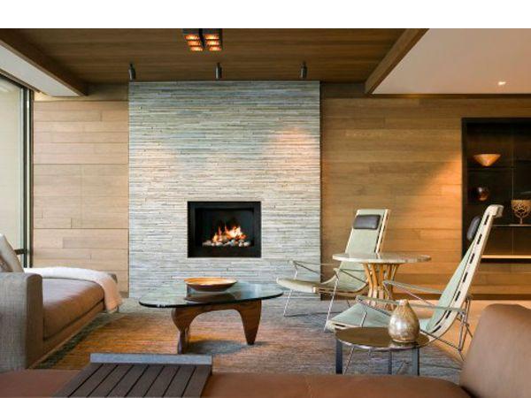 В зоне расположения камина не должно быть сквозняка. Стена, к которой прилегает камин, должна состоять из пожаробезопасных материалов.