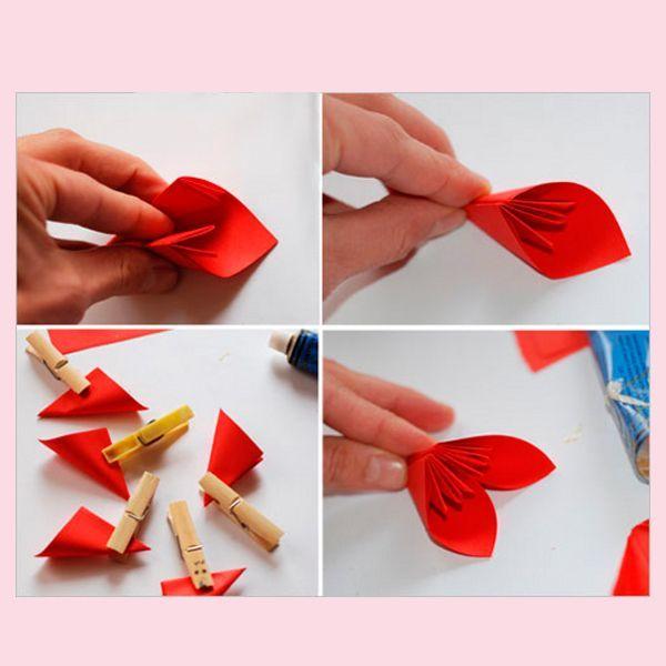 Сделайте 5 одинаковых лепестков и соедините их между собой, как показано на фото. Для удобства используйте прищепки. Цветок готов!