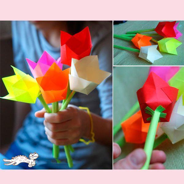 Вам нужно два листа бумаги - один квадрат для чашеобразного цветка и один прямоугольный, для стебля. Сложите один квадрат посередине, а затем по диагонали.
