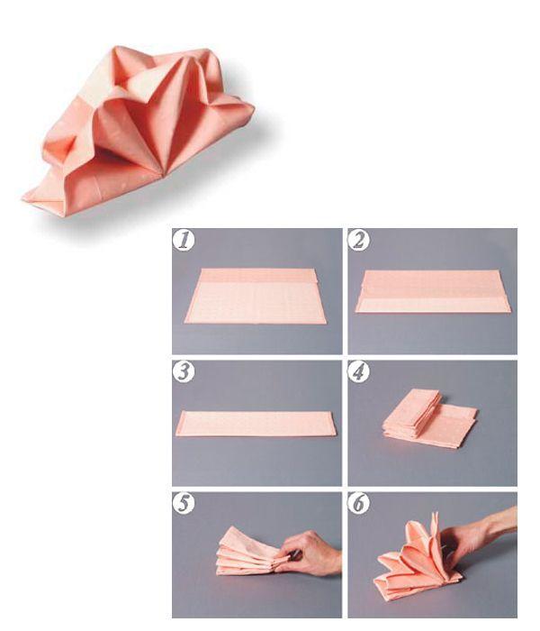Сложите салфетку так, как показано на фото 1-4. Зажав в руке открытую сторону, вытяните в верхней части заложенные в глубине складки в противоположные стороны и зафиксируйте их. Распустите «веер».