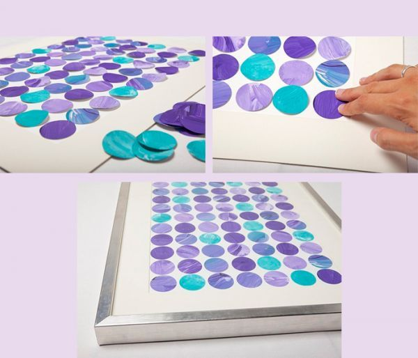 Клеем ПВА приклеивайте кружочки к картону так, чтобы расстояние между ними было одинаковым. Осталось поставить панно в рамку.