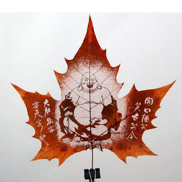 Рисунок можно нанести на листок не только с помощью кистей и красок, но и в технике росписи. Для этого листок необходимо скелетировать.