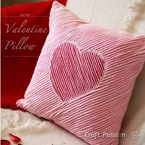 Для того чтобы сшить такую подушку, вам понадобится: ткань красного, белого, розового цветов, нитки, швейная машинка, роликовый нож, жесткая щетка.