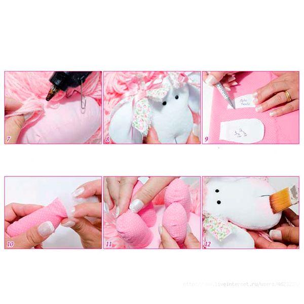 Для того, чтобы придать румянец игрушке, необходимо широкой кистью (можно использовать кисть для макияжа) нанести на мордашку овечки немного розовых теней или румян.