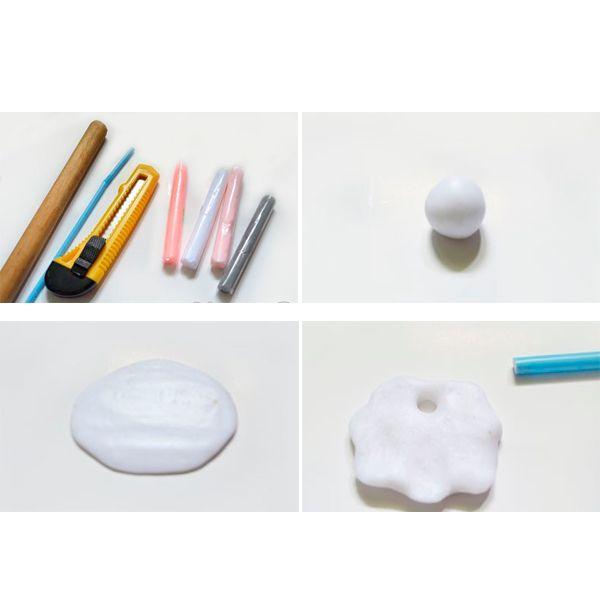 Итак, для создания овечки-медальона из полимерной глины нужны следующие материалы и инструменты: полимерная глина белого, бледно-розового, серого цвета; скалка (деревянная или пластиковая); коктейльная соломинка; канцелярский нож; зубочистка или игла; тонкая ленточка или декоративный шнурок.