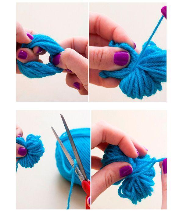 Для того чтобы сделать помпон, необходимо намотать нитки на руку, после чего снять с руки и перевязать в центре туго ниткой. Края разрезаем, как показано на фото.