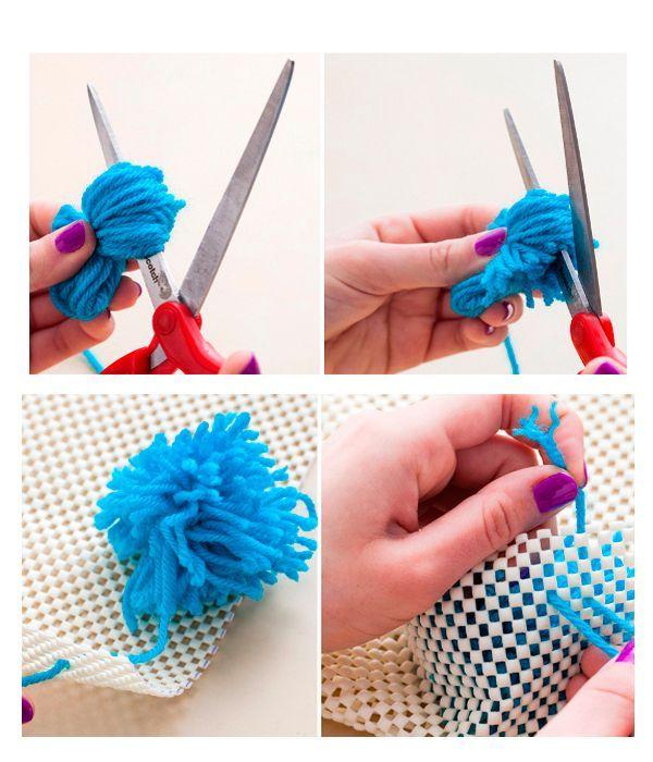 Пришиваем помпоны к основе. Если вы используете сетку, можно просто привязывать помпоны. Между помпонами не должно оставаться свободного пространства. Коврик готов!