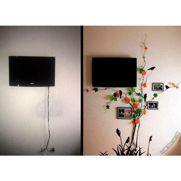 Искусственные ветви с цветами могут стать центром внимания. За ними очень удачно могут быть замаскированы провода от телевизора, магнитофона и прочей техники.