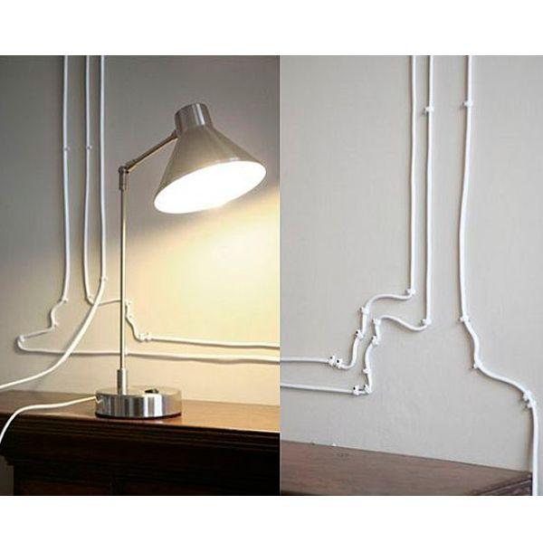 С помощью проводов можно изобразить на стене различные рисунки. Самые универсальные - геометрические фигуры. Для этого вам понадобятся специальные клипсы для крепления проводов.