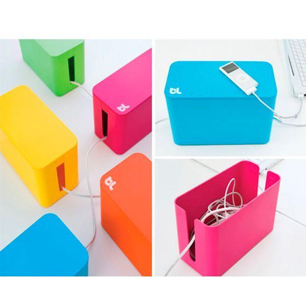 Прежде всего, можно воспользоваться готовыми коробками и боксами, специально приспособленными для сортировки и зарядки многочисленных мобильных устройств, съемных дисков и т.д.