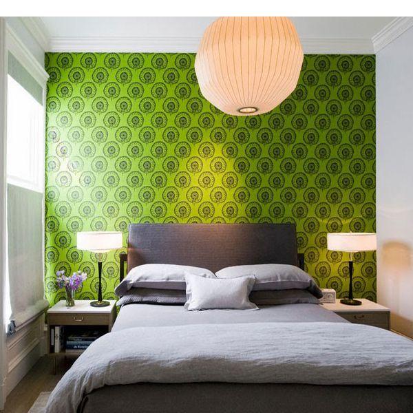 Используя сочетание теплых и холодных тонов стен, можно сжать или вытянуть помещение, приблизить или удалить какую-либо из стен, поднять или опустить потолок.