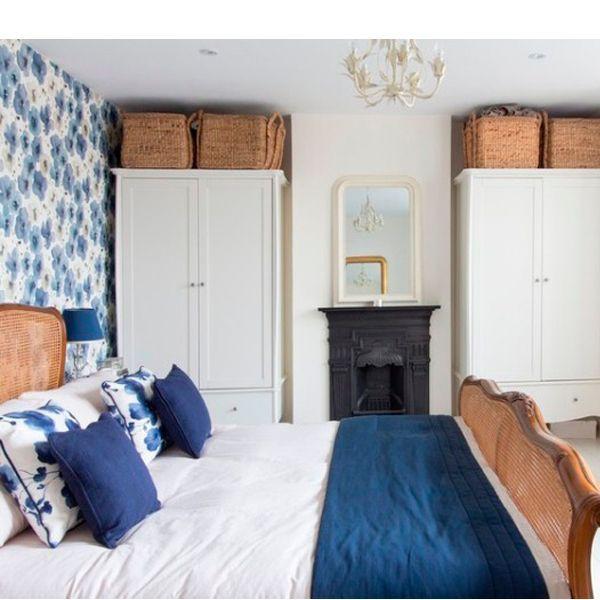 В «комнате-пенале» теплые цвета подойдут только для коротких стен – в данном случае помещение визуально расширится. Длинные стены должны быть выполнены в холодных тонах.