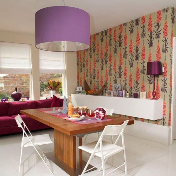 Чаще всего яркий акцент на стене создают при помощи обоев, но можно использовать также краску, декоративную штукатурку, кирпич и любые другие материалы.