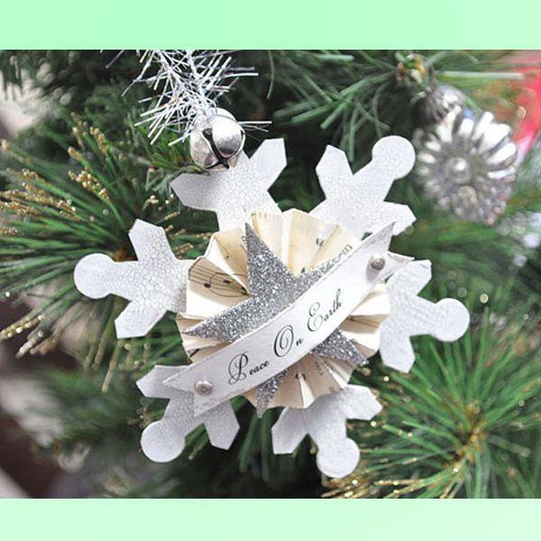 Для создания ретро-снежинок вам понадобятся: снежинки из плотного картона, винтажные нотные листы; мелкий серебристый глиттер, двусторонний скотч, маленький колокольчик, две заклепки, серебристый «дождик» или лента для петельки, ножницы, кисть для нанесения краски и клея, шило или дырокол.