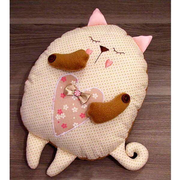 Подушки для детской комнаты не следует делать тяжелыми. Дети часто используют их для игры, а игра должна быть безопасной.