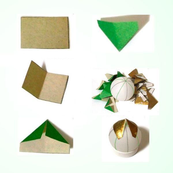 Затем приклейте к нижним углам двусторонней скотч (как на фото выше). Вместо скотча можно использовать любой клей. Это и есть наш модуль, из которого мы будем собирать наши поделки к новогодней елке.