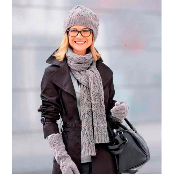 Вам потребуется: для шарфа: 225 г; для шапки 50 г и для перчаток 75 г серой пряжи Kashmir (100% кашемира. 112 м/725 г); чулочные спицы N? 4 и прямые спицы № 4,5.