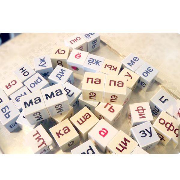 Кубики Зайцева – это уникальное пособие, разработанное Николаем Александровичем Зайцевым для обучения чтению маленьких детей. Можно сделать их своими руками. Понадобятся: пластмассовые кубики, крупы, бумага, клей ПВА, лак.