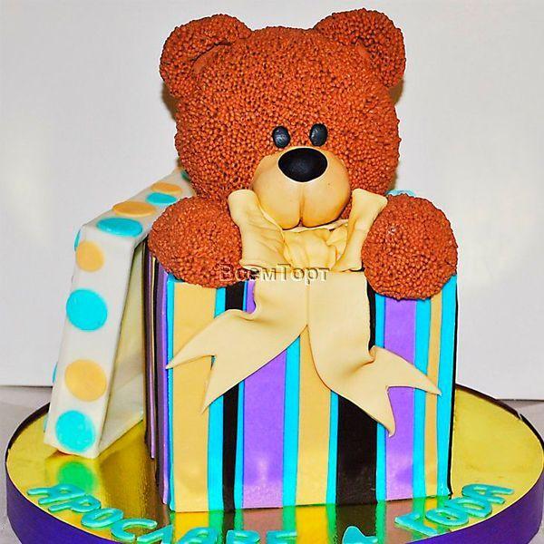 Прекрасным подарком для детей станут украшения на торт из фруктов. Ведь каждый ребёнок просто обожает сладкие, сочные и вкусные фрукты. С их помощью можно сделать разные изображения, фигурки или надписи, которые вызовут у детей восхищение и радость.