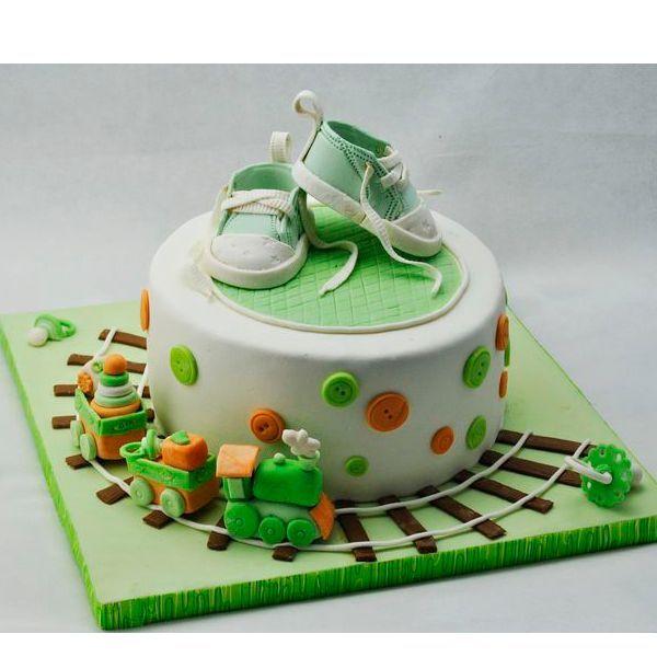 Если торт очень сухой, тогда есть опасность, что через два дня мастика, которой покрыт торт, покоробится.  Также необходимо иметь ввиду, что в сухом и жарком климате срок хранения торта, покрытого мастикой меньше, чем в прохладном и влажном климате.