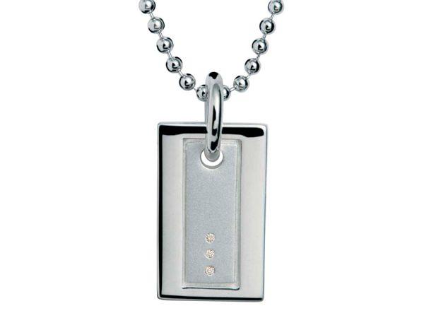 Мужчине, который носит украшения, можно подарить на 14 февраля какой-нибудь интересный медальон, кольцо или цепочку из золота или серебра.