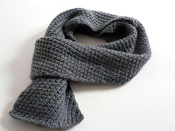 Самый практичный подарок в феврале — теплый шарф, свитер, толстовка или водолазка. Эти вещи пригодятся в холодные зимние дни и станут символом заботы о любимом человеке.