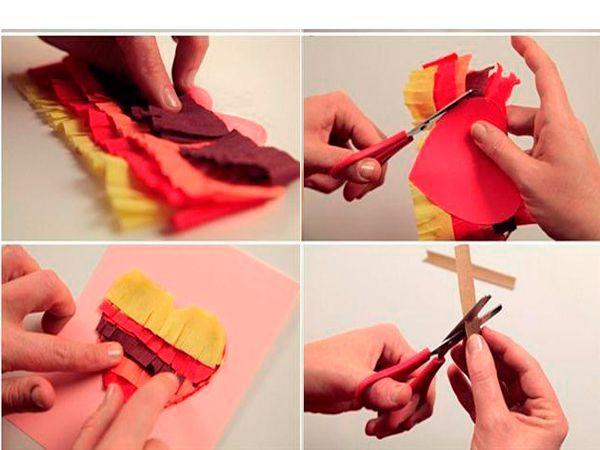 Сделаем основу: лист картона согнем пополам. Приклеим к ней сердечко и украсим половинками бусин, стразами или другими элементами.