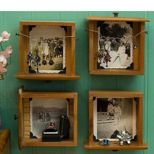 Очень красиво смотрятся фотографии, наклеенные на дно ящиков от мебели. Они составляют очень стильную композицию.