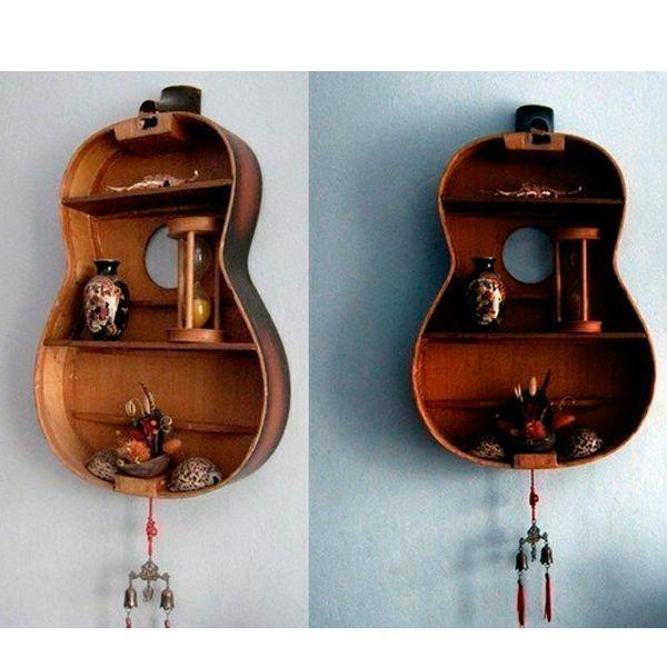Полка из старой гитары смотрится великолепно! У многих хранятся гитары со времен молодости, струн которых давно не касалась рука человека.