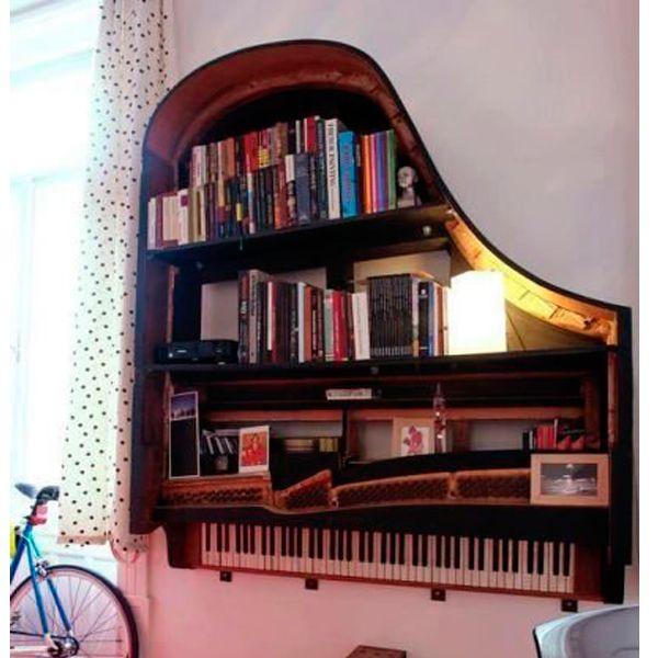 Не думаю, что у многих дома завалялись рояли:) Но все же такая полочка смотрится шикарно!