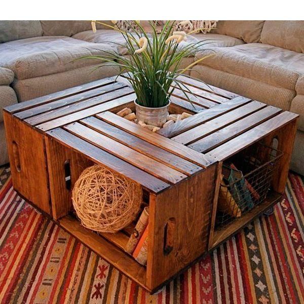 Оригинальный журнальный столик можно сделать из деревянных ящиков. Красиво и функционально!
