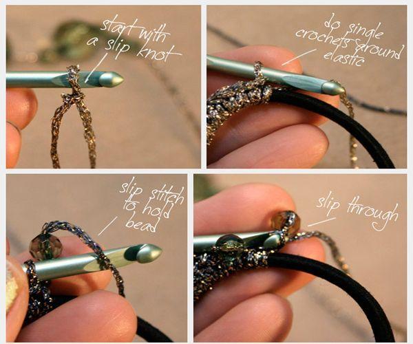 Для обвязки резинки вам понадобится крючок. Полустолбиками обвязывайте резинку, равномерно распределяя бусины.